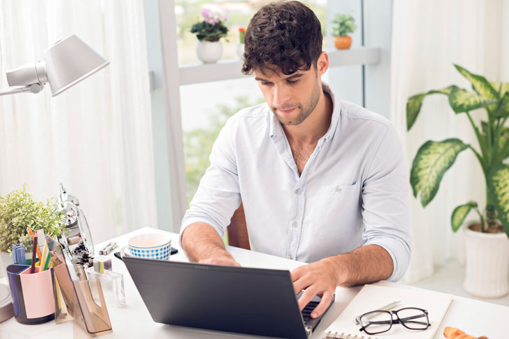 The Pros and Cons for running an online business from home